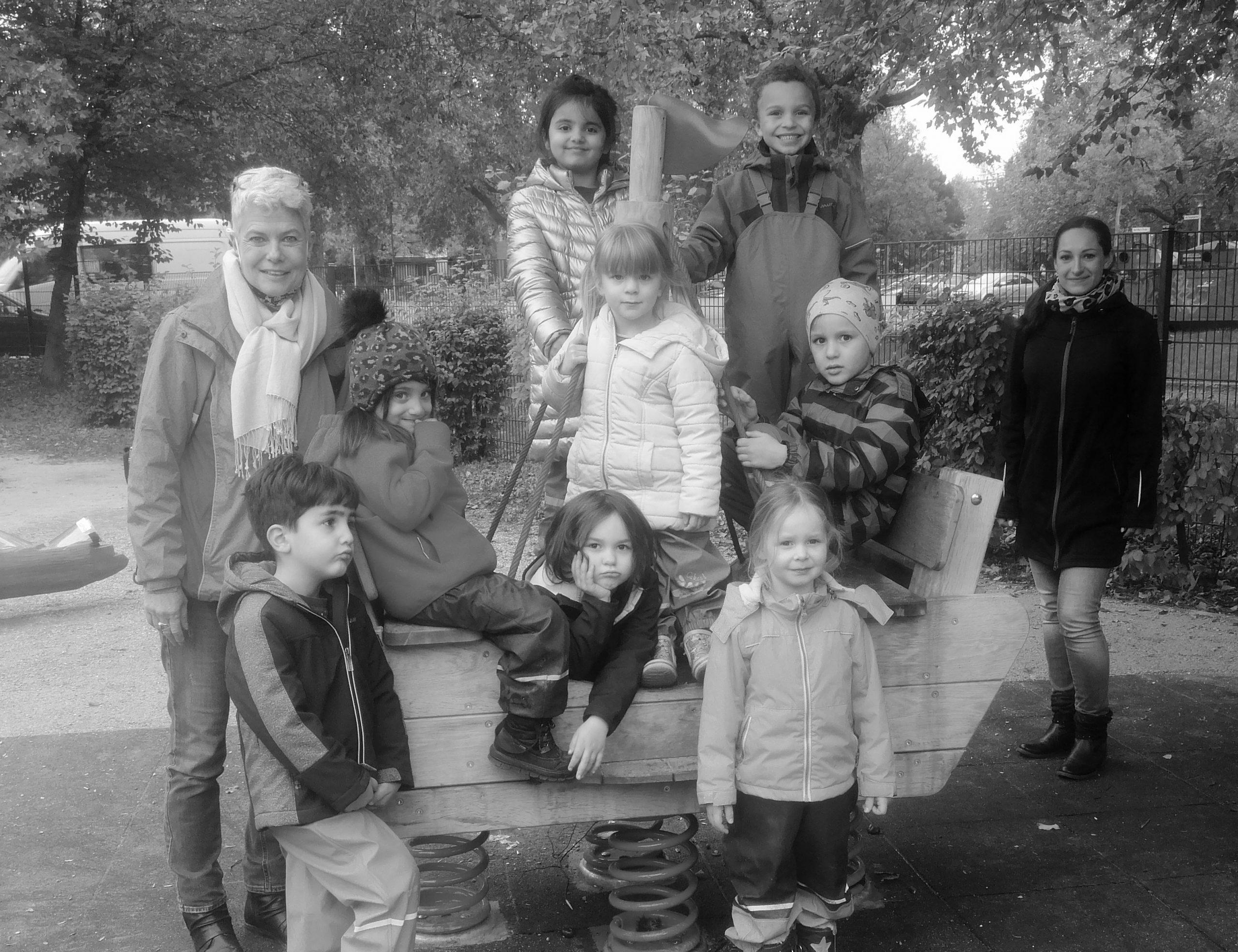 Erzieherinnen und Kinder der Kita Alice Salomon und Carolin Kornberger