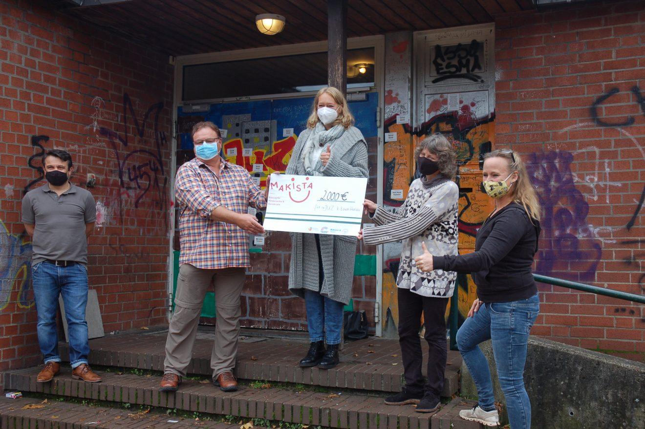 Makista überreicht Spende an JuZ k-town in Hanau